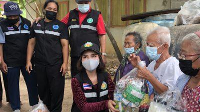 ทีมเยี่ยมบ้านเทศบาลตำบลครบุรีใต้ นำโดยนายกเทศมนตรี ได้ออกมอบสิ่งของที่จำเป็น สำหรับผู้ป่วยติดเตียง ติดบ้าน